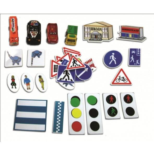 Комплект магнитных дорожных знаков, светофоров, накладных пешеходных переходов, макетов автомобилей, пешеходов и других участников дорожного движения. Пластиковые фигурки на магнитах