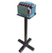 Аккумулятор в разрезе на подставке
