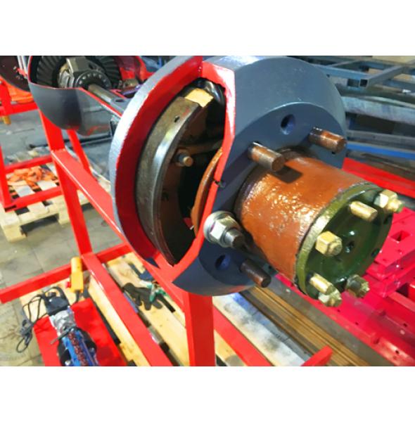 """Задний мост грузового автомобиля в разрезе в сборе с тормозными механизмами и фрагментом карданной передачи (категория """"С"""")"""