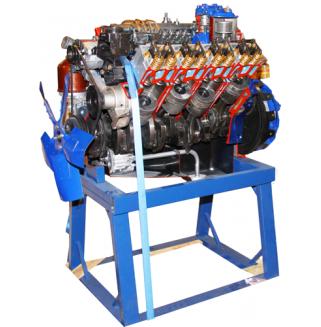 Двигатель грузового автомобиля КАМАЗ с навесным оборудованием